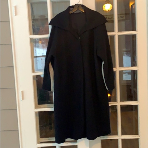 Mary De Anglis Coat, size large